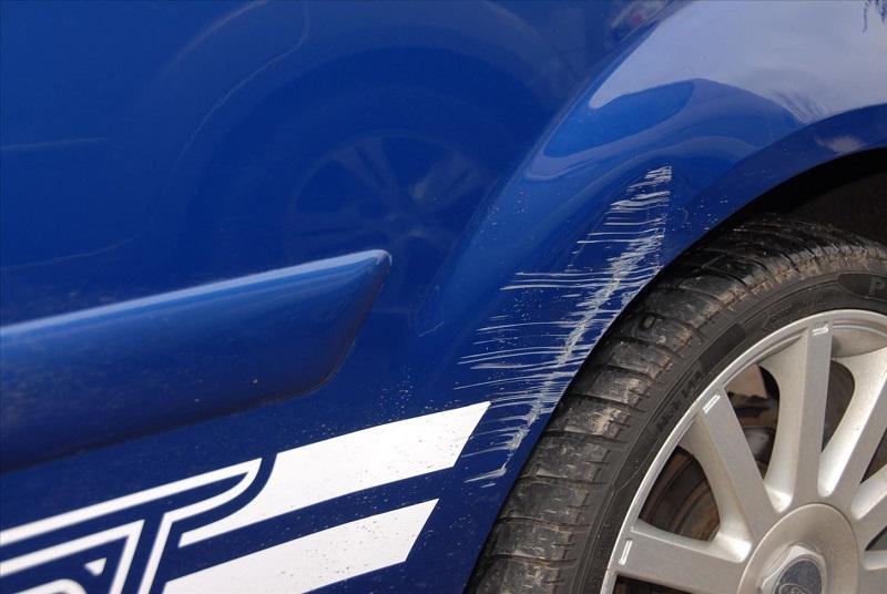 لکه و خش روی بدنه ماشین را چطور از بین ببریم؟ - خش روی بدنه خودرو