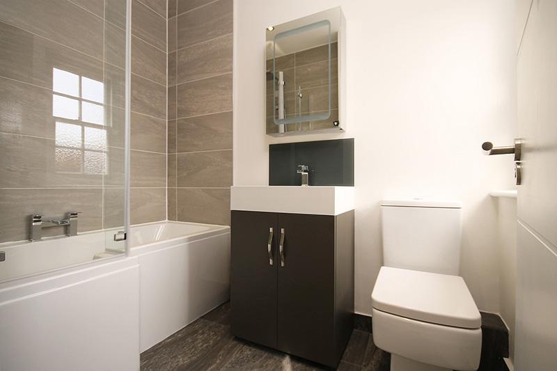 ترفندهای تغییر دکوراسیون حمام و سرویس بهداشتی | مراحل بازسازی سرویس بهداشتی و حمام | راهکارهای تعمیر و بازسازی حمام و سرویس بهداشتی