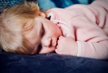 کاهش و پایین اوردن تب کودکان