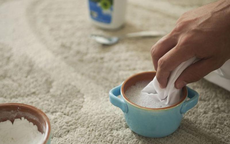 تمیز کردن لکههای موکت