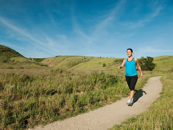 پیاده روی یکی از فعالیت هایی است که در دوران بارداری به شدت توصیه می شود