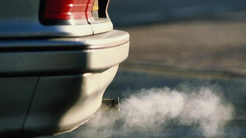 دود زیاد از حد اگزوز خودرو به عنوان یکی از علائم خرابی یا پارگی تسمه تایم شناخته می شود