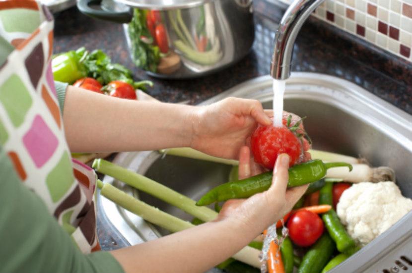 شستن سبزیجات