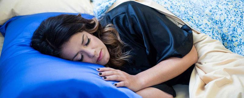 عوارض خوابیدن با موی خیس
