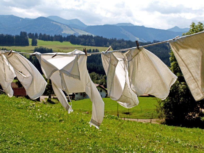 چطور در هنگام شستشو، مانع از آب رفتن لباس شویم