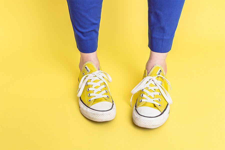 بهترین ترفندهای تمیز کردن کفش ها با جنسهای مختلف