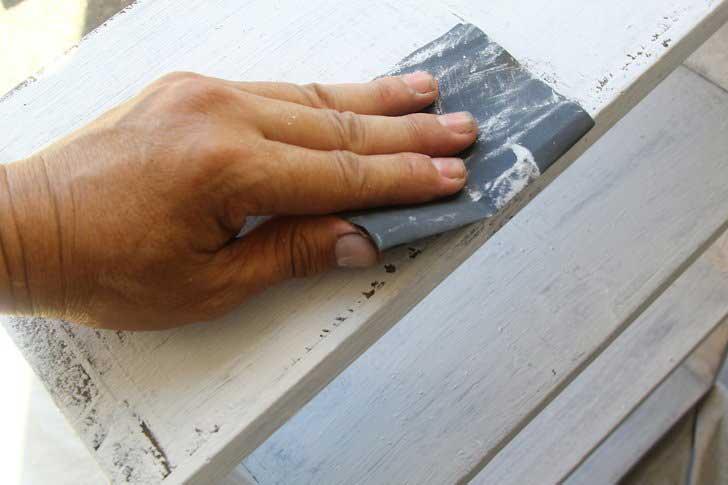 راهنمای کامل رنگ کاری مبل ؛ چگونه رنگ وسایل چوبی را تغییر دهیم