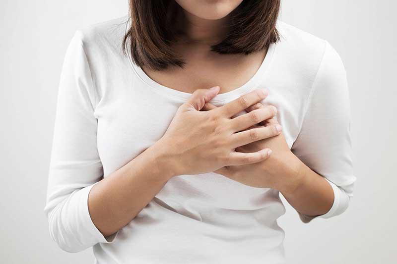 درد سینه در خانمها نشانه چیست؟