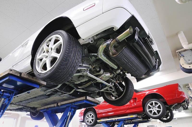 سیستم تعلیق خودرو نقش ایجاد ثبات حین رانندگی را ایفا می کند