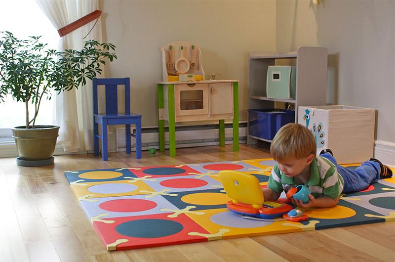 استفاده از رنگها و دقت به نور در دکوراسیون اتاق کودک از اهمیت بسیاری برخوردار است.