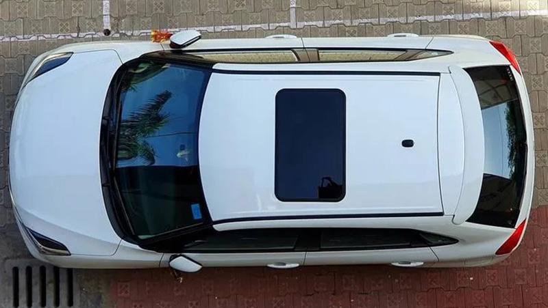 سانروف قطعه ای جذاب و کارآمد است که روی سقف خودرو نصب شده و قابلیت رد و بدل هوا و نور را ایجاد می کند.