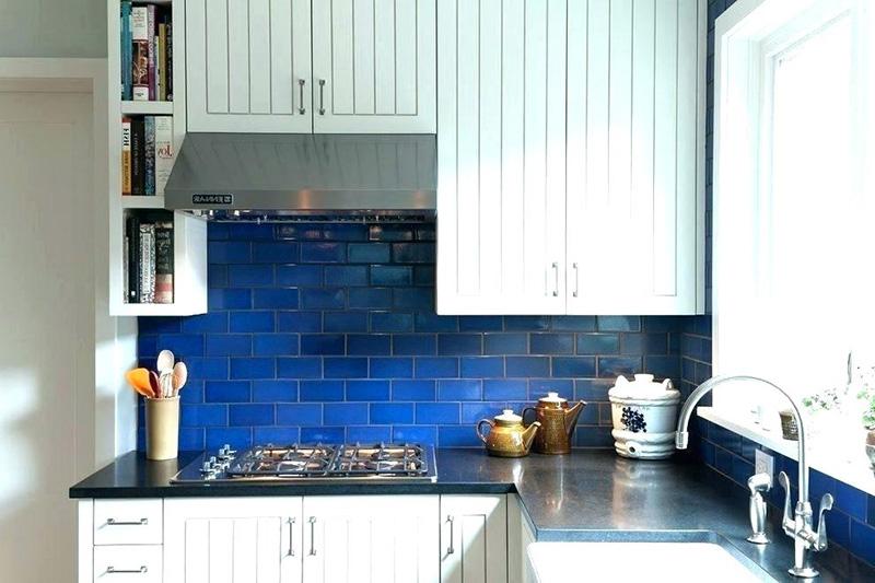 انتخاب طرح های ساده و کلاسیک موزاییکی-آجری ایده مناسبی برای آنها خواهد بود تا فضای بین کابینت و کانتر در آشپزخانه را پوشش دهند