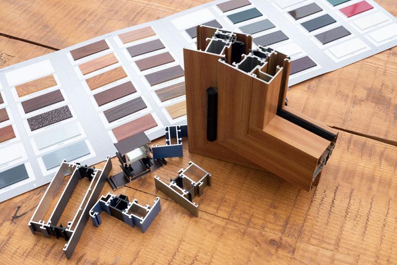در عصر دکوراسیون حاضر، استفاده از پنجره های آهنی منسوخ شده و پنجره های آلومینیومی دوجداره کارایی بیشتر و زیبایی افزون تری دارند.