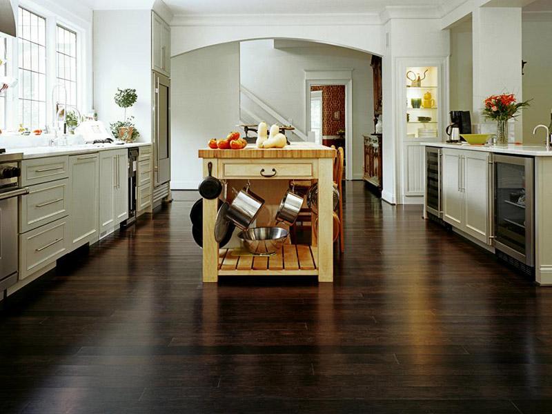 طراحی کف زمین برای بزرگتر دیده شدن فضای آشپزخانه