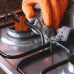 تمیز کردن چدن روی گاز با جوش شیرین