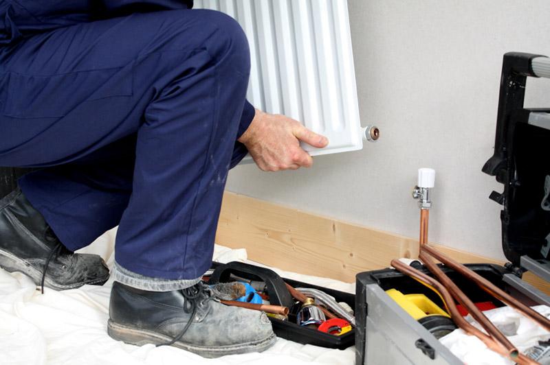برای تعویض رادیاتور شوفاژ به ابزاری از جمله ظرف و سطل، آچار و پیچ گوشتی، پارچه و حوله و ... نیاز خواهید داشت.