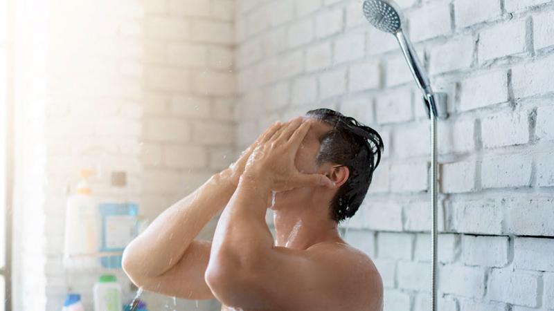 گاهی مواقع ممکن است آب در ابتدا داغ شود ولی درست زمانی که وسط حمام کردن هستید، ناگهان آب سرد شود