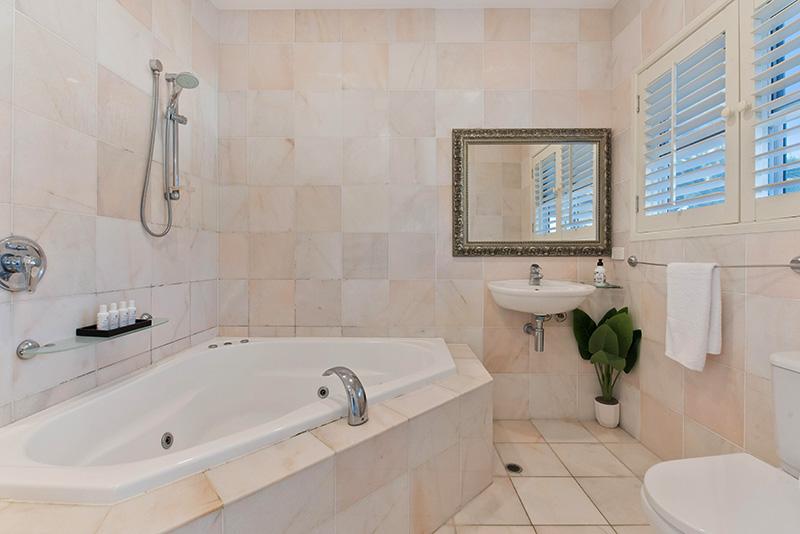 مدل آویز حوله حمام و سرویس بهداشتی