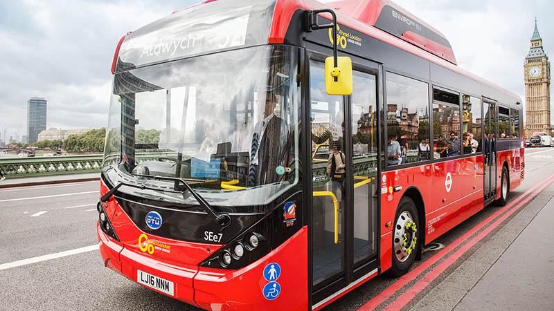 در ماشینهایی مثل اتوبوس و تاکسی که توقف زیادی دارند جریان بیشتری مصرف میشود و از این رو در آنها از باتریهای دارای مقامت زیاد استفاده میشود.