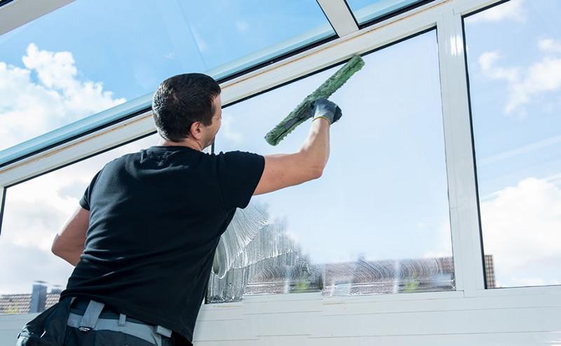 مهمترین ویژگیهای کارگر نظافت منزل ماهر و معتمد | استخدام کارگر برای نظافت منزل از طریق شرکت خدماتی نظافتی معتبر