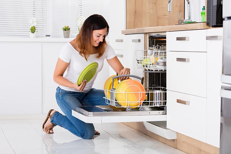 اگر معانی کدهای خطای ماشین ظرفشویی خود را بدانید، میتوانید سریعتر مشکل را برطرف کنید.