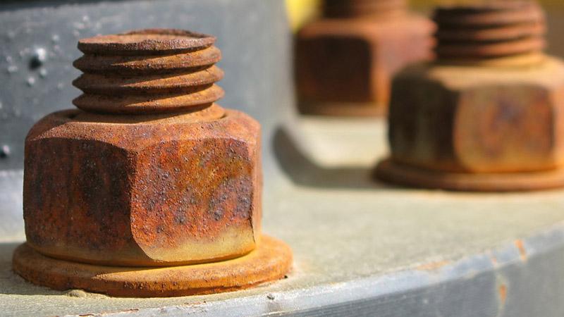 جوهر نمک با توجه به خاصیت اسیدشویی فوق العادهاش اکسیدهای فلزی را به راحتی پاک میکند.