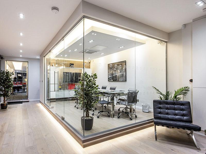 شیشه سکوریت یا حرارت دیده، قطعهای شیشه معمولی است که در یک فرایند گرمایشی و سرمایشی مخصوص مستحکم و دارای خواص ایمنی میشود.