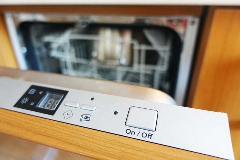 ریست کردن ماشین ظرفشویی یکی از روشهایی است که میتوان در زمانی که دستگاه به شما اعلام خطا یا ارور میدهد، استفاده کنید.