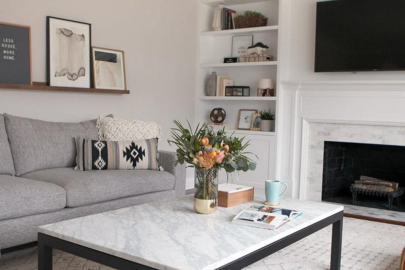 بهترین مکان برای قرار دادن مبلمان و وسایلی که به ندرت استفاده میشوند هم جایی از اتاق نشیمن است که انرژی منفی بیشتری دارد.