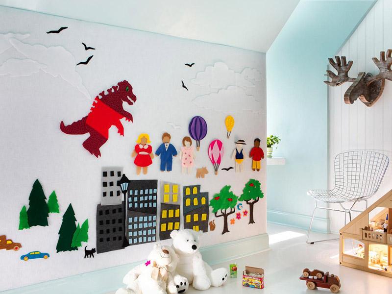 برای تزیین اتاق نوزاد پسر با نمد بهتر است از نمادها و رنگهای مناسب پسرها استفاده کنید.