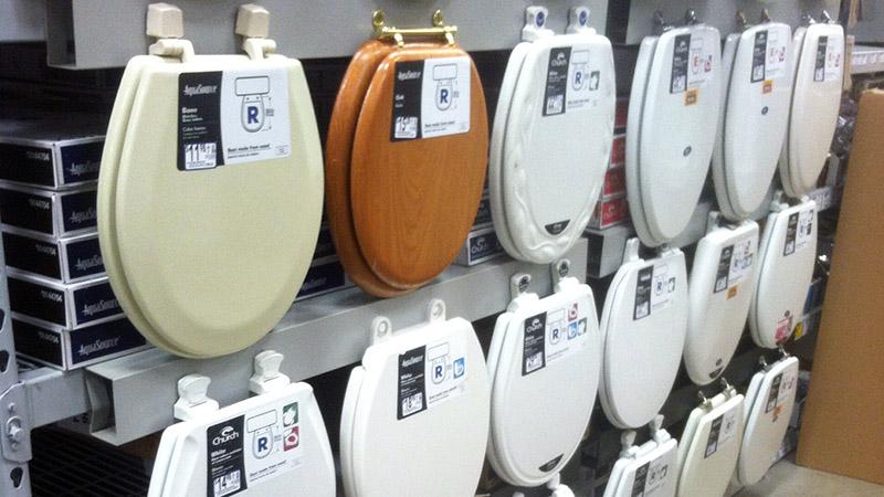 درب توالت فرنگی انواع و اشکال متفاوتی دارد و این موضوع به مدل، سبک و ابعاد توالت فرنگی منزل شما بستگی دارد.