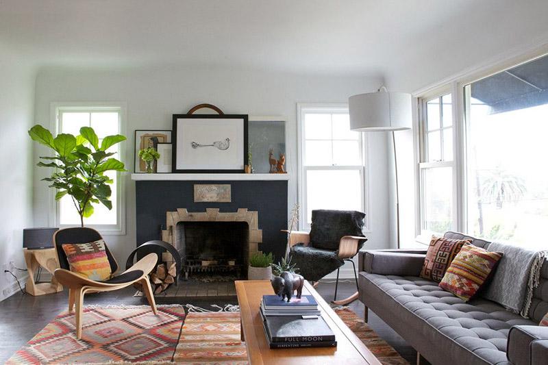 عوض سعی کنید از رنگهای روشن مثل سفید، کرم، بژ و طوسی روشن برای دیوارهای هال و پذیرایی مستطیل شکل استفاده کنید.