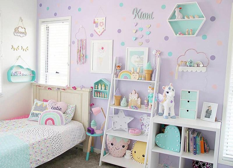 استفاده از برچسبهای تزئینی تأثیر زیادی روی زیبا به نظر رسیدن اتاق کودکتان میگذارد.