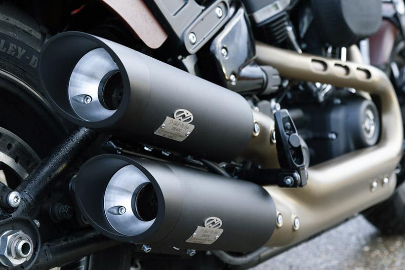 با تغییر اگزوز موتورسیکلت به اگزوز قهرمانی، می توان ضمن تغییر صدای اگزوز، دمای موتور را به میزان قابل توجهی پایین آورد.