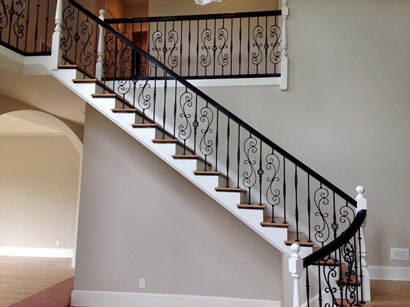 نرده فرفوژه یکی از محبوبترین انواع نردههای فلزی محسوب میشود که زیبایی خاصی به محیط راه پله شما میبخشد.