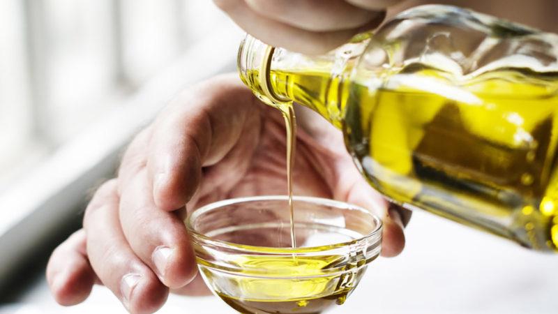 یک روش براق کردن لوستر برنز، که بسیار موثر است، استفاده از روغن زیتون یا لیمو است.