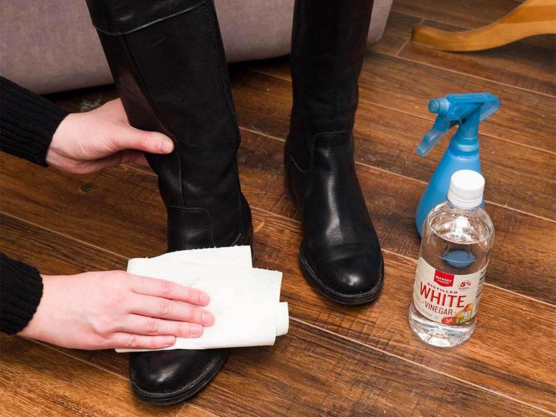 تمیز کردن کفش چرم با سرکه به جای شستن کفش با ماشین لباسشویی