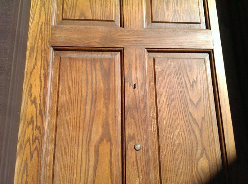 تماس با اشعه یو وی، مهمترین علت تغییر رنگ درب چوبی