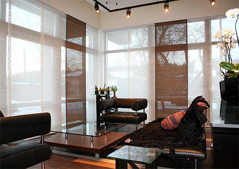 از مدل پرده های جدید اتاق پذیرایی میتوان به پردههای سبک ژاپنی اشاره کرد که حس و حال متفاوتی به منزلتان میبخشد.