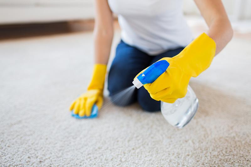 آبهای گازدار یک یک پاک کننده بینظیر و قوی هستند، میتوان برای برق انداختن فرش بدون شستن و از بین بردن لکهها از آبهای گازدار کمک گرفت.