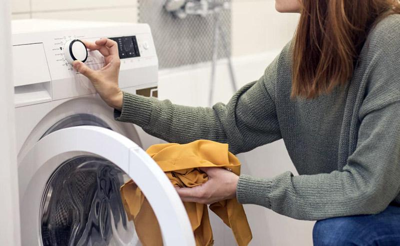 برای ضدعفونی لباسها و حتی ماشین لباسشویی میتوان از آنولیت استفاده کرد و با خاطری آسوده لباسها را بدون ذرهای آلودگی پوشید.