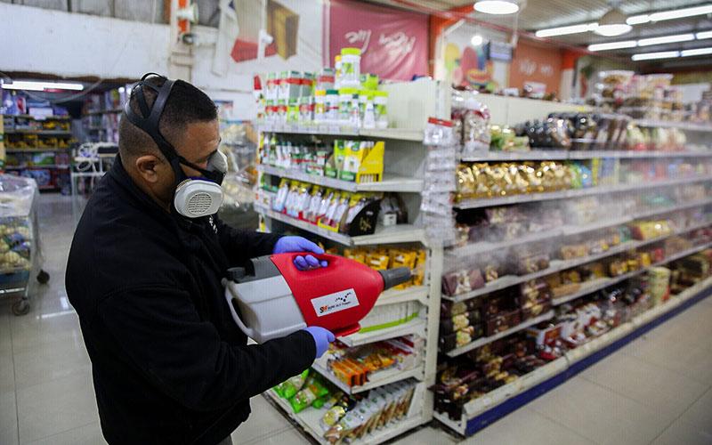 برای استفاده از خدمات ضدعفونی مغازه باید از مادهای استفاده شود که موجب بروز حساسیت یا مشکلات تنفسی و پوستی در افراد نشود و از طرفی قدرت ضدعفونی کنندگی بالایی داشته باشد، به همین دلیل استادکار از آنولیت برای این کار استفاده میکند.