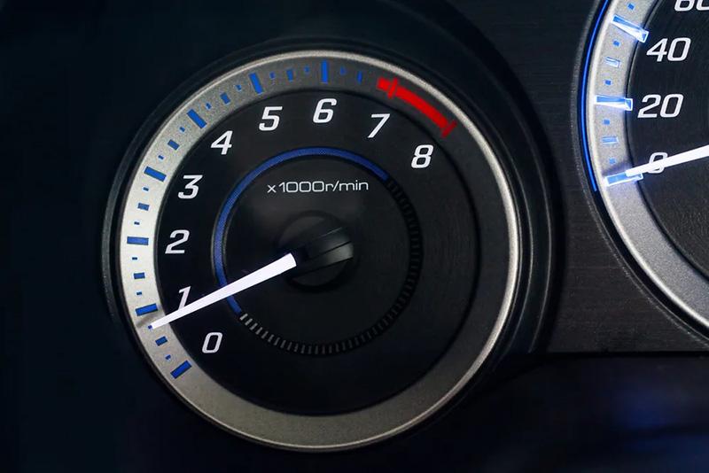 یکی از نشانههای خرابی توربین گیربکس اتوماتیک این است که در زمان تست آن، دور موتور تا ۲۰۰۰ زیاد نشود.