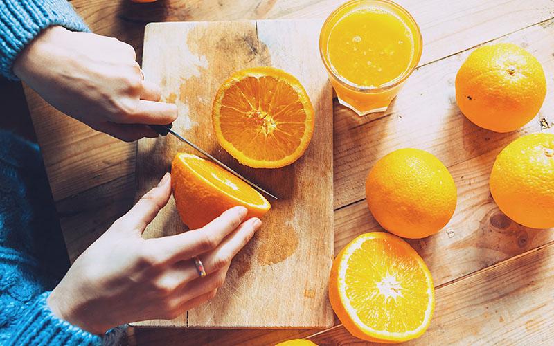 آیا ویتامین C به درمان کرونا کمک می کند؟ تاثیر ویتامین سی برای مقابله با کرونا | نقش ویتامین ث در محافظت از ویروس کرونا