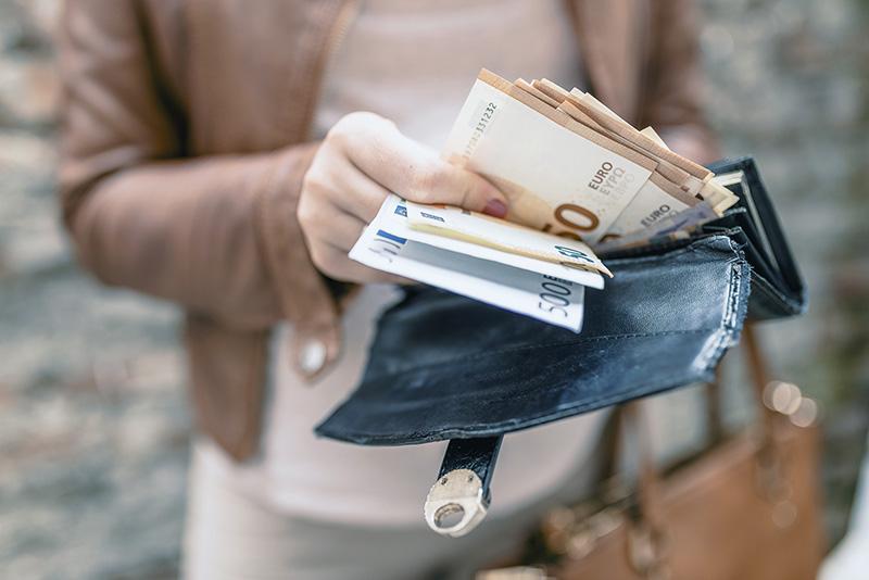 ضدعفونی وسایل شخصی | نحوه ضدعفونی کردن کیف پول زنانه و مردانه