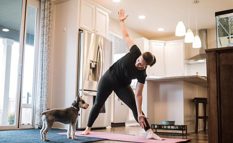 چطور در دوران کرونا ورزش کنیم؟ ورزش خانگی برای مقابله با ویروس کرونا   اهمیت فعالیت بدنی منظم در ایام کرونا