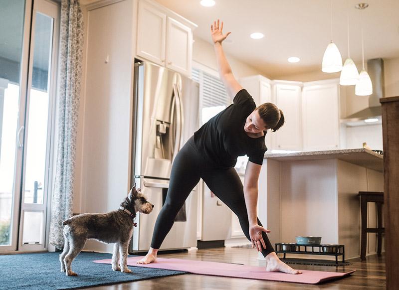 ورزش کردن و داشتن فعالیت بدنی منظم میتواند موجب تقویت سیستم ایمنی بدن شود | ورزش در خانه د دوران قرانطینه | ورزش و فعالیت بدنی در قرنطینه خانگی