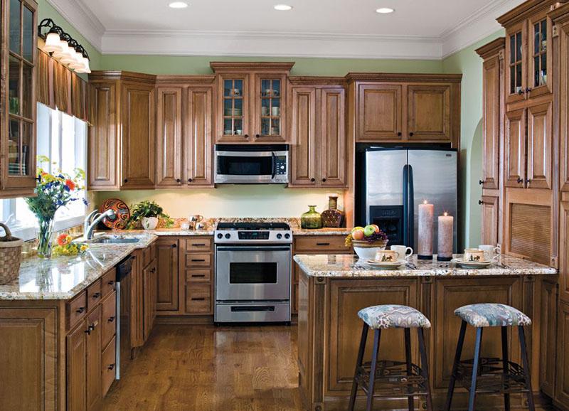 عمر و دوام کابینت چوبی آشپزخانه بیشتر از سایر جنسهای کابینت است.