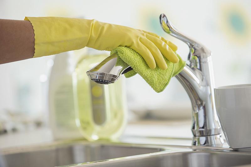 از بین بردن رسوب و جرم شیرآلات در نظافت خانه اهمیت زیادی دارد.
