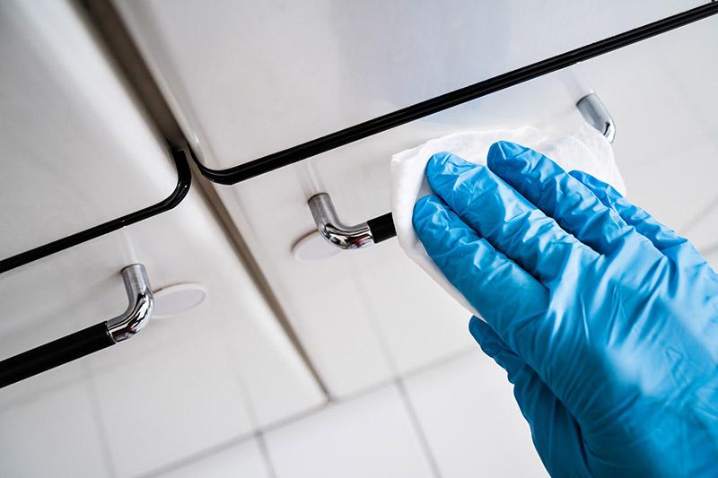 ضدعفونی تجهیزات، مبلمان و دستگاههای مطب